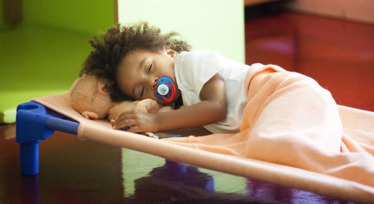 hora-do-soninho-caminha-de-soninho-10-dicas-para-soninho-caminha-empilhavel-brinquedo-pedagogico-balanco-infantil-piscina-de-bolinhas-escorregadores-2