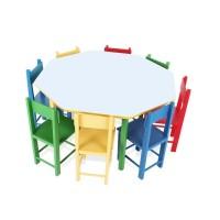 Mesa Oitavada com 8 Cadeiras de Madeira