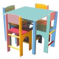 Mesa Quadrada com 4 Cadeiras em Madeira